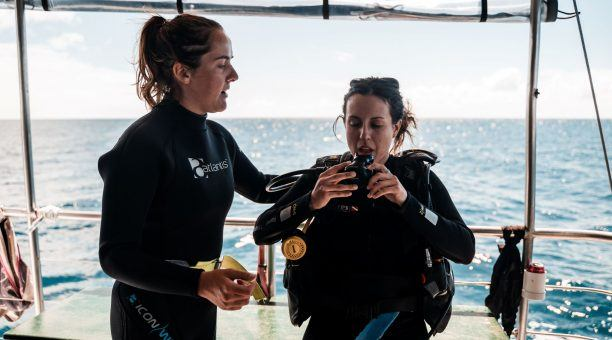 Join your friendly Instructor on the dive deck to get ready for your dive!